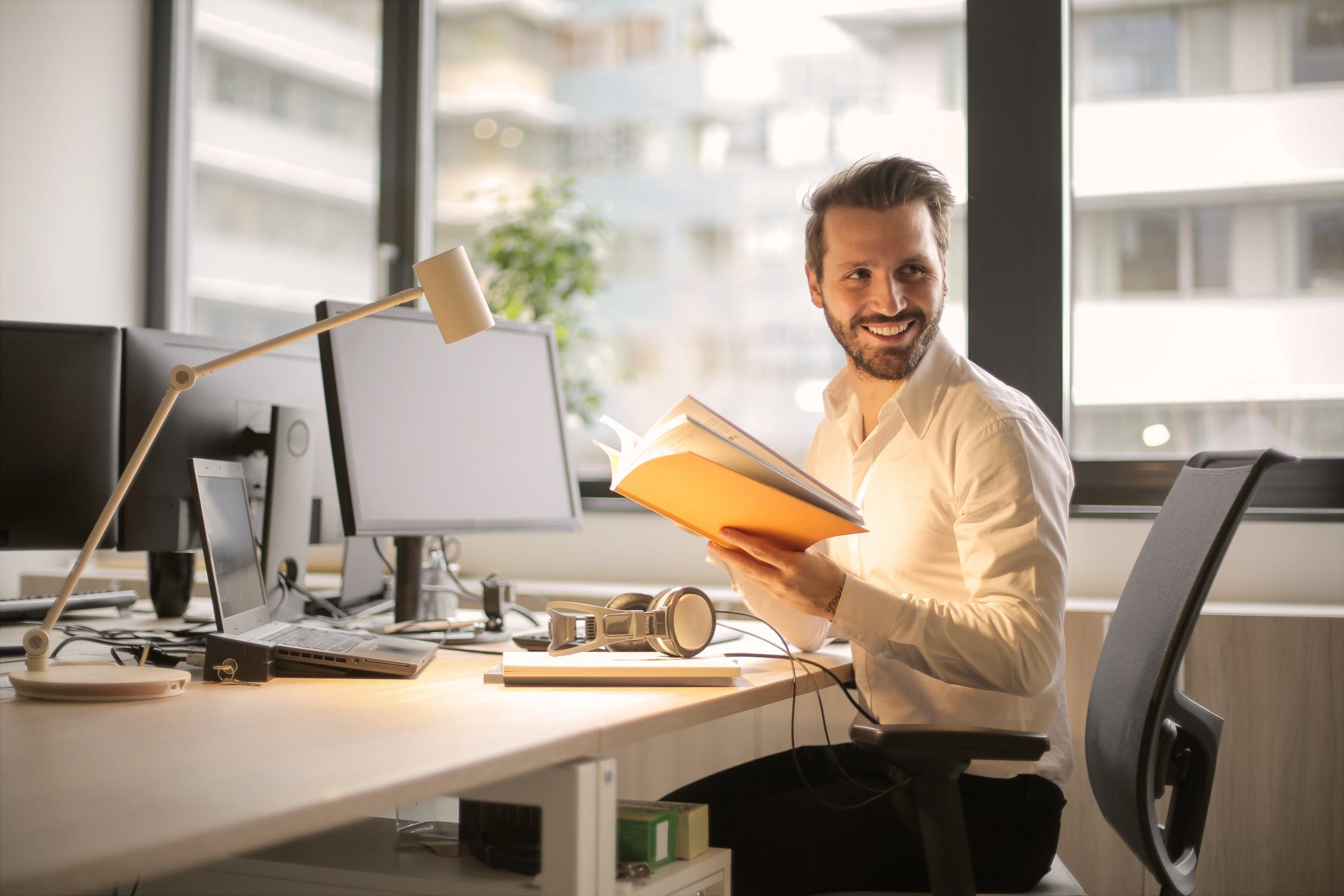 How Body Language Increases Your Confidence in Job Interviews